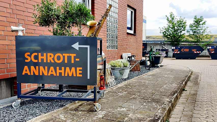 Eingangsbereich und Schrottannahme beim Schrotthof von NeuWert Braunschweig.