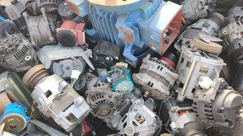 Verschiedene Elektromotor-Modelle die Altmetall sind.